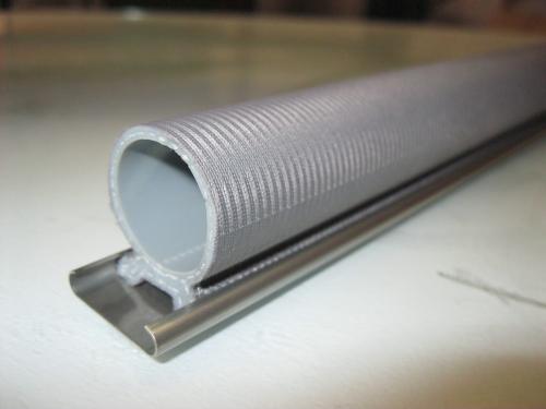 Fabrication de rails de fixation / retainers
